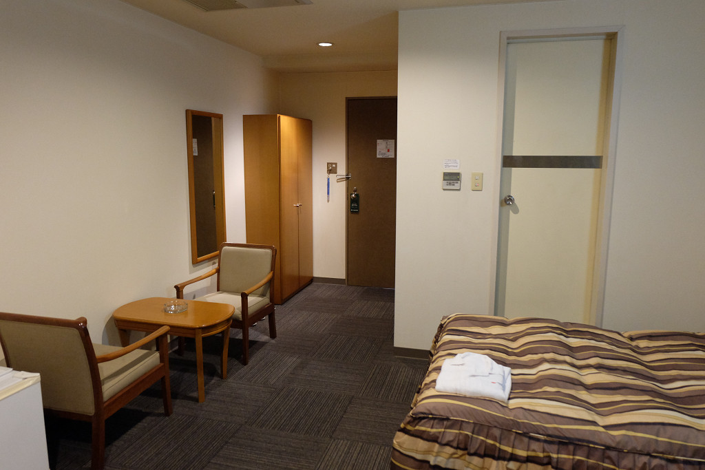 ターミナルホテル松山 ツインルーム ドア側