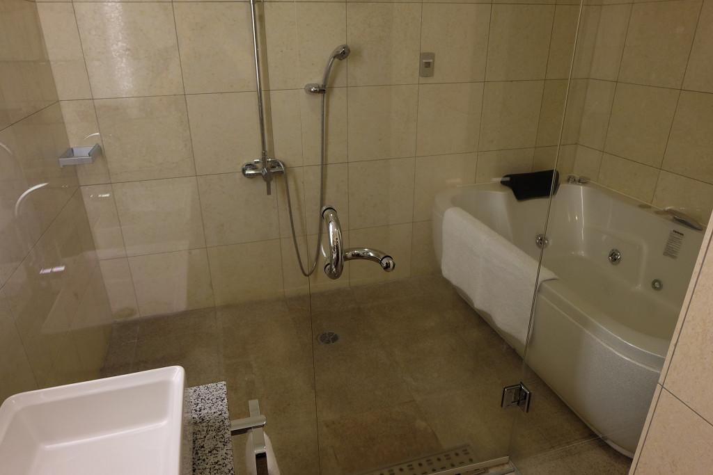 ヴィラテラス大村 1303号室アーバンスタイルルーム バスルーム