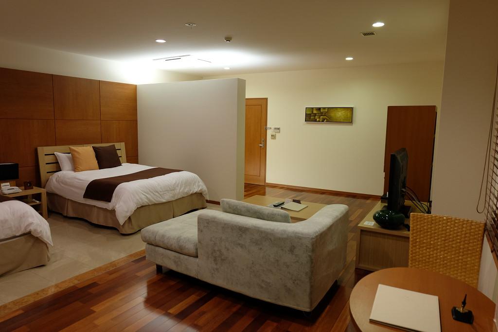 ヴィラテラス大村 1305号室アジアンリゾートルーム ドア側