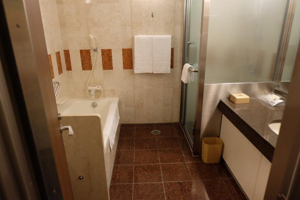 ロイヤルオークホテル スパ&ガーデンズ ロイヤルフロア キング バスルーム