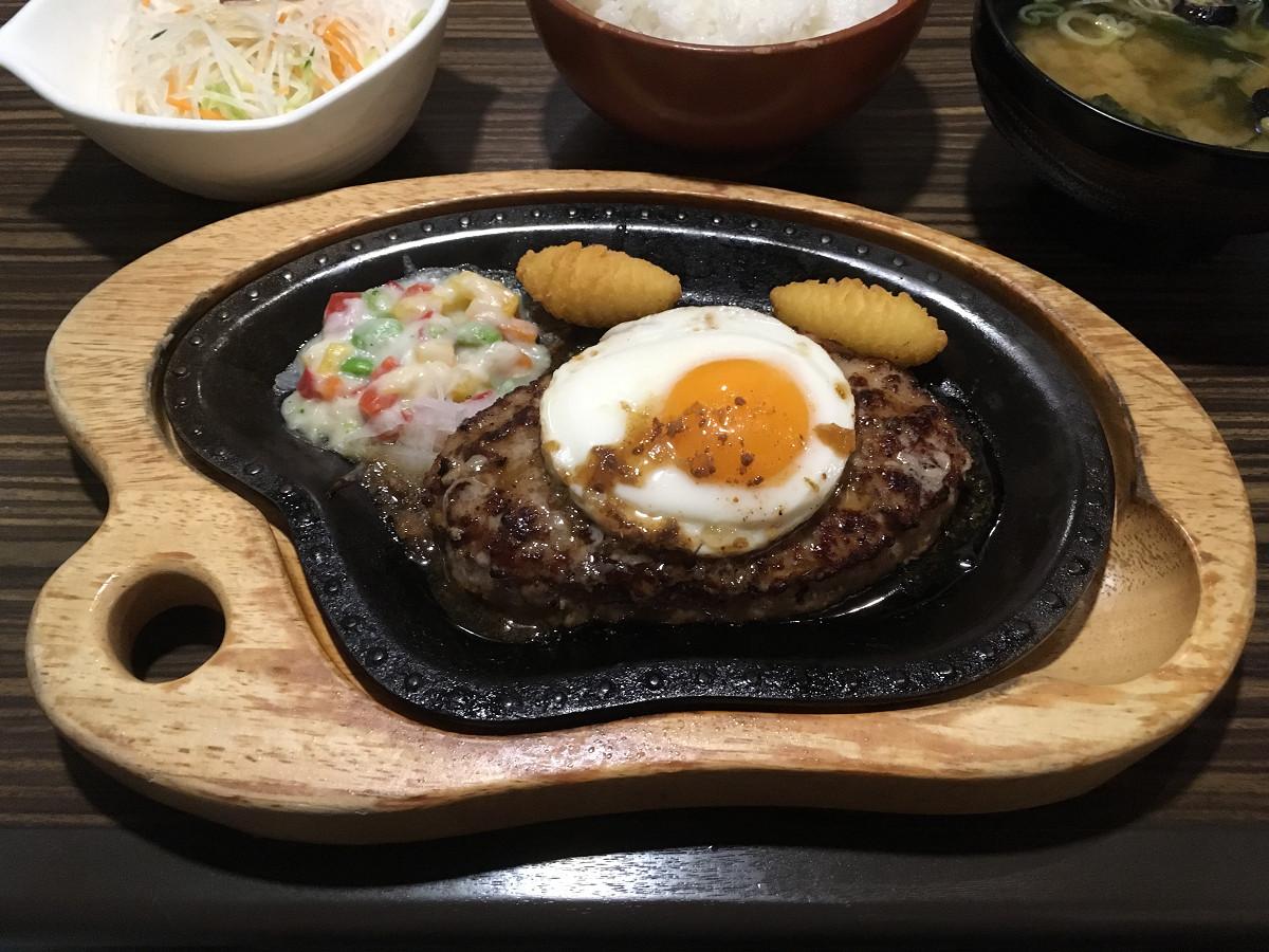 びっくりドンキー 東六郷店「エッグハンバーグステーキ 200g」(2017年7月)