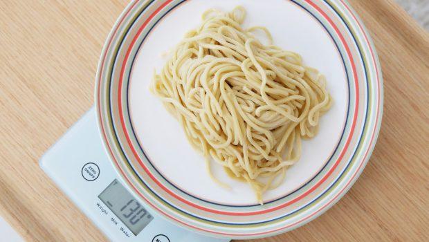 つけ麺は1人前あたり何グラムが目安?麺100~1200gの栄養成分と茹でる前と後の量を掲載