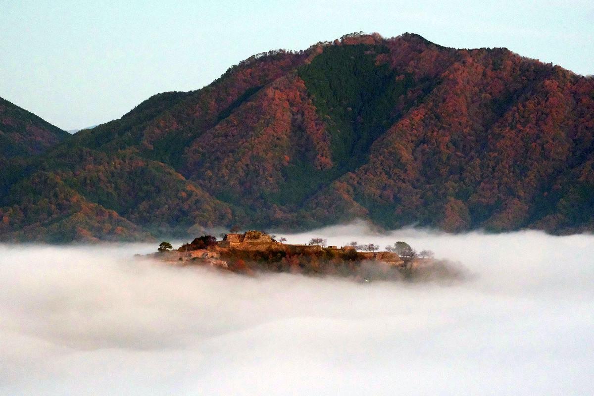 第一展望台からの竹田城(引き写真)