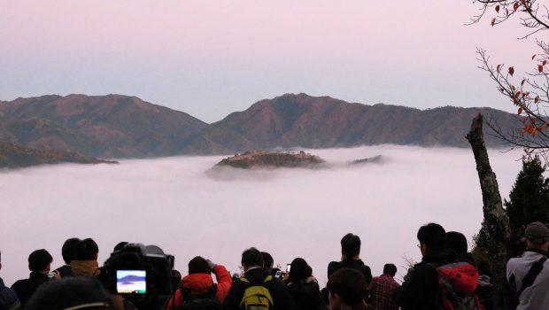 竹田城の雲海を撮影できる展望台へのアクセス、天気の条件や時期などについて解説