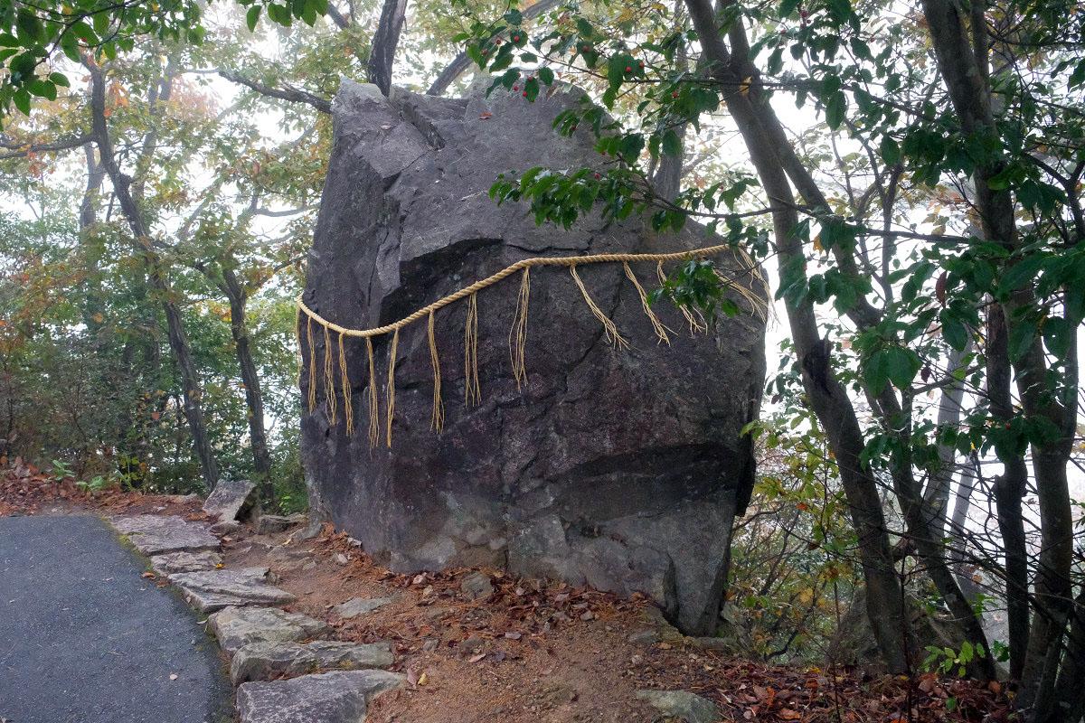 竹田城の「落ちない岩」