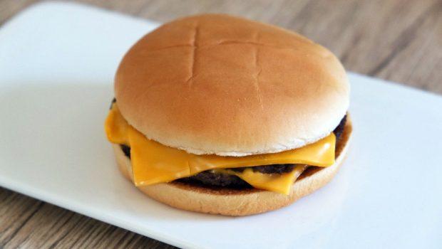 「ダブチ」とは?マクドナルドで販売しているチーズバーガーの略称について解説
