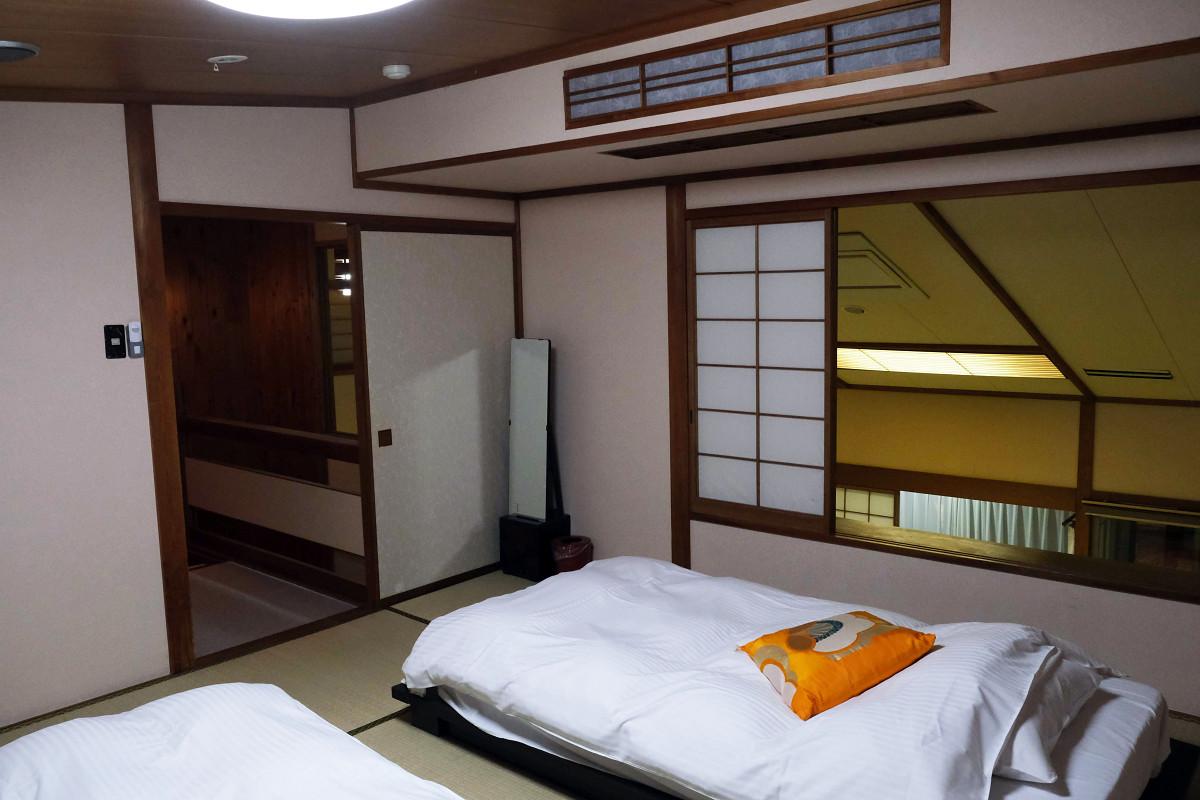 寝室(ドア側)