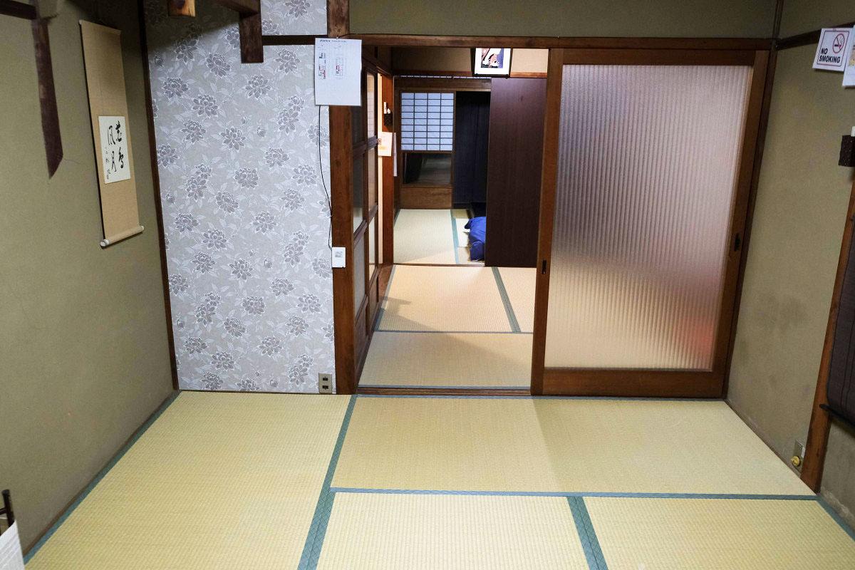 2階 奥の部屋 ドア側