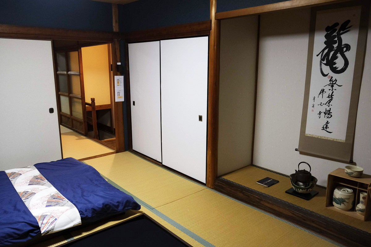 2階 寝室 ドア側