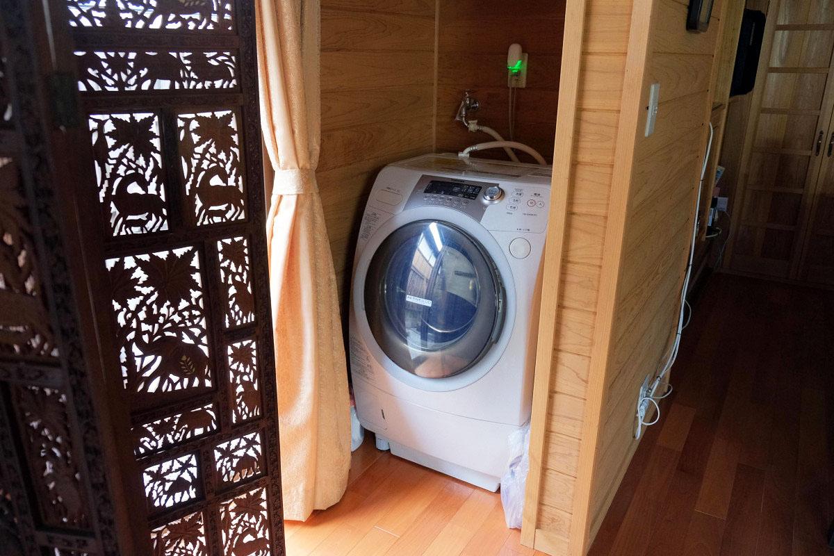 キッチン横にある洗濯機