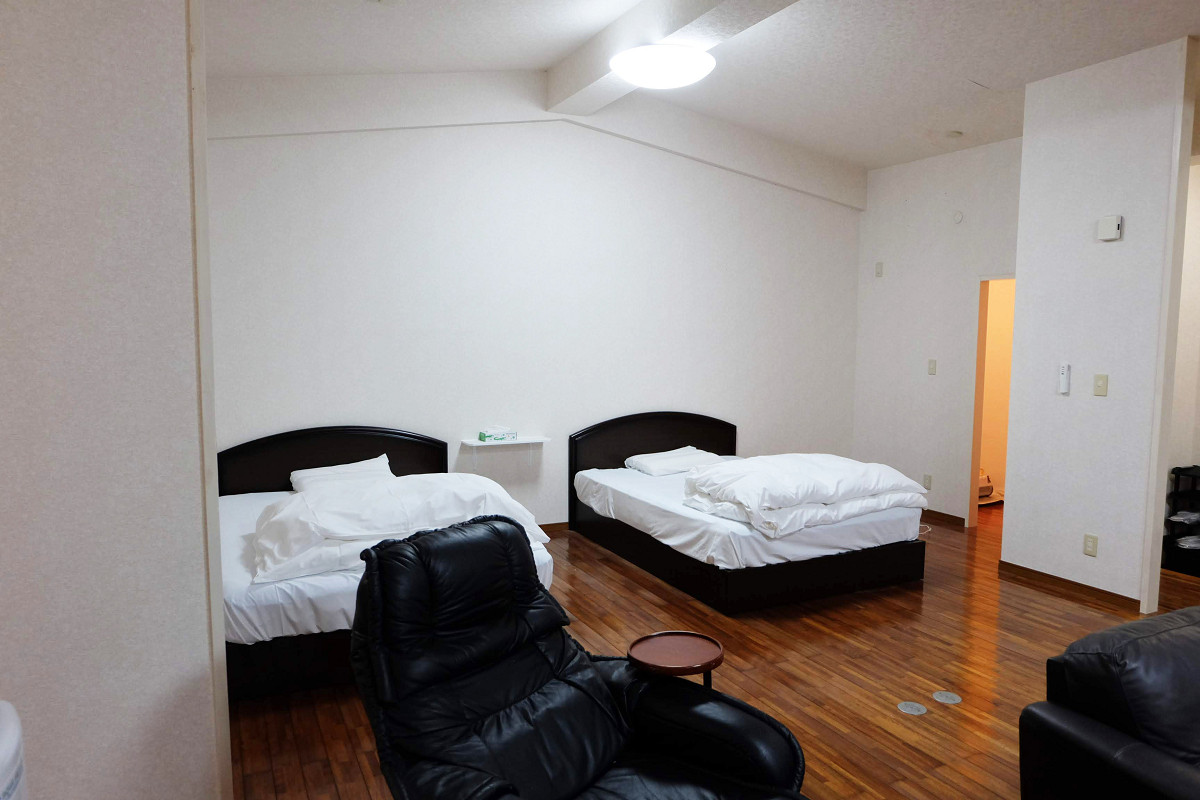 ソファー横ベッドスペース