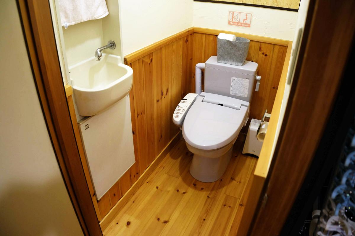 階段横トイレ