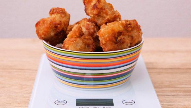 から揚げ100gから1kgまでどれ位の量なのか写真を使って解説、栄養成分も合わせて掲載
