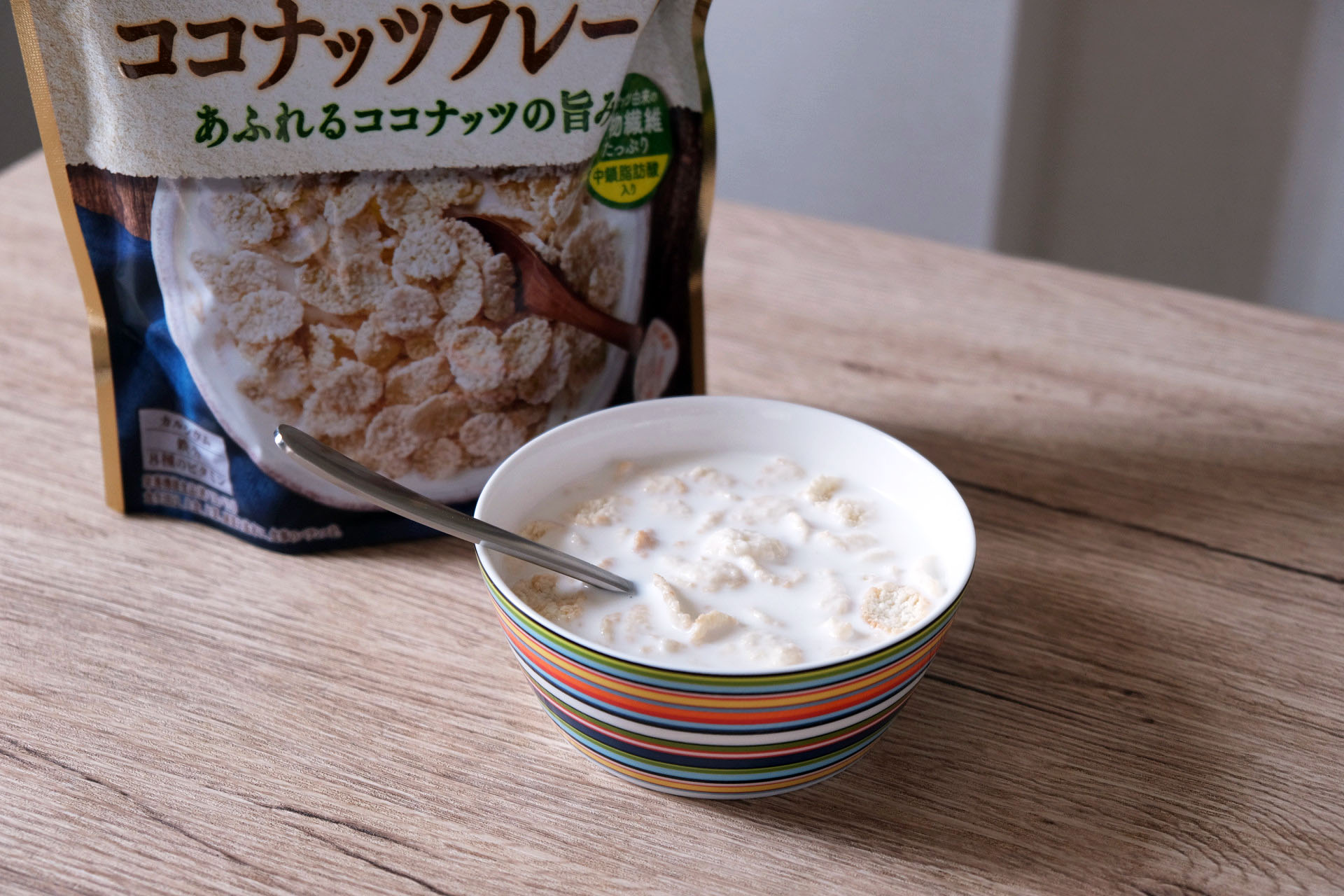 1食分の素材のごほうび ココナッツフレークに200gの牛乳をプラス